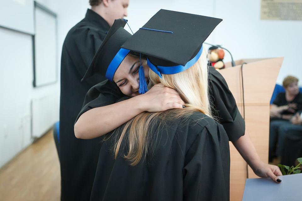 10 практичных подарков на выпускной